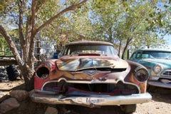 Röd gammal övergiven Desoto bil Arkivbild