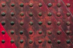 Röd gammal trädörr Arkivfoton