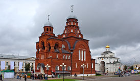 Röd) gammal trokyrka för Treenighet (i Vladimir (Ryssland) Fotografering för Bildbyråer