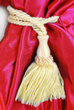 Röd gardin med tofsen Royaltyfri Fotografi