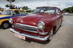 Röd GAZ M21 Volga Royaltyfria Foton