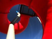röd glidbana för lekplats Royaltyfri Fotografi