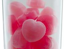 Röd godishjärtaform i exponeringsglas Royaltyfri Fotografi