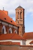 Röd gotisk kyrka Fotografering för Bildbyråer