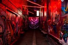 Röd gränd med grafitti Royaltyfria Foton