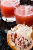 Röd grapefruktfruktsaft Arkivfoto