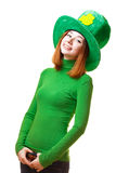 Röd hårflicka i Sts Patrick hatt för parti för dagtroll Fotografering för Bildbyråer