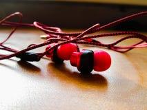 röd hörlurar Royaltyfria Bilder
