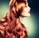 Röd Haired flicka för mode Arkivfoto