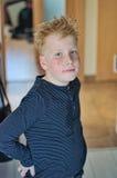 Röd haired fräknig pojke arkivfoto