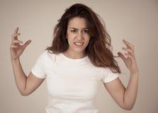 Röd haired härlig ung kvinna med den ilskna framsidan som ser rasande M?nskliga uttryck och sinnesr?relser royaltyfria foton