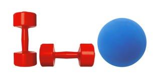 Röd hantelkondition och blått klumpa ihop sig isolerat på vit arkivfoto