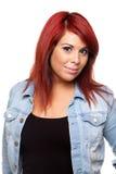 Röd Head kvinnastående Arkivbild
