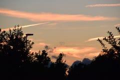 Röd himmel under solnedgång i Holland Royaltyfri Bild