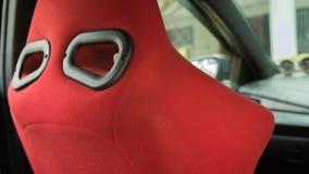 Röd hinkplats för sport i Toyota Yaris ecobil Royaltyfri Foto