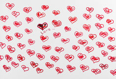 Röd hjärta för utdragna blyertspennor arkivfoto