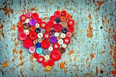 Röd hjärta från tappningknappar Royaltyfri Foto