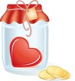 Röd hjärta i jaren med mynt Arkivfoton