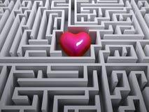 Röd hjärta i labyrintlabyrinten Royaltyfri Fotografi