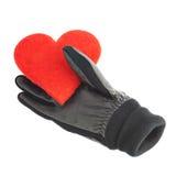 Röd hjärta i svarta läderhandskar Arkivbilder