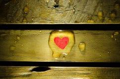 Röd hjärta i vattendroppe Fotografering för Bildbyråer