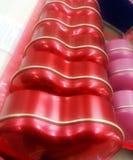 Röd hjärta - linjär linje: Valentine Day Arkivbilder