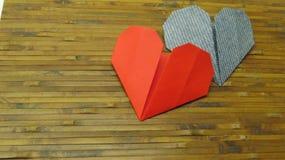 Röd hjärta och blåtthjärta arkivfoto