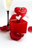 Röd hjärta och exponeringsglas av wine Royaltyfria Bilder