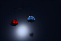 Röd hjärta och hjärna på på skala Fotografering för Bildbyråer