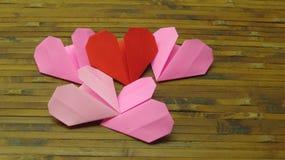 Röd hjärta och rosa färghjärta arkivfoto