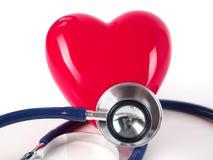 Röd hjärta och stetoskop Arkivbilder