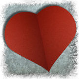 Röd hjärta på abstrakt grungepappersbakgrund Royaltyfria Foton