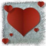 Röd hjärta på abstrakt grungepappersbakgrund Royaltyfri Fotografi