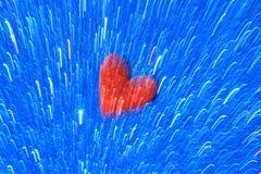 Röd hjärta på den blåa ljusa linjen bakgrund - abstrakt konst av färg och screensaveren Arkivfoto