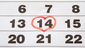 Röd hjärta på kalendern Fotografering för Bildbyråer
