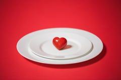 Röd hjärta pläterar på valentin för dag s Royaltyfri Fotografi