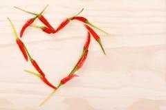 Röd hjärta som göras av glödheta chilipeppar Royaltyfri Bild