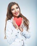Röd hjärta white för symbol för bakgrundsförälskelsered rose Stående av den härliga kvinnahållen Valent Royaltyfri Bild