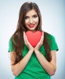 Röd hjärta white för symbol för bakgrundsförälskelsered rose Stående av den härliga kvinnahållen Valent Royaltyfria Foton