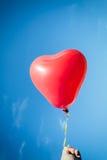 Röd hjärtaballong Arkivbild