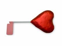 Röd hjärtachoklad med vit bakgrund arkivbilder
