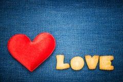 Röd hjärtaform med meddelandet Royaltyfria Bilder