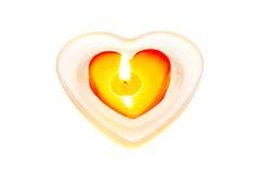 Röd hjärtaformstearinljus i den isolerade glass krukan Arkivbild
