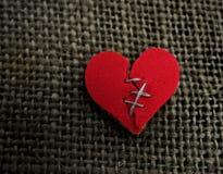 Röd hjärtahäftklammer Royaltyfri Foto