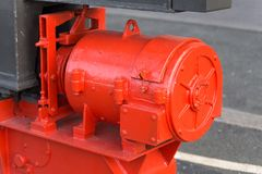 Röd industriell pump royaltyfria bilder