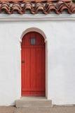 Röd ingångsdörr Royaltyfri Bild