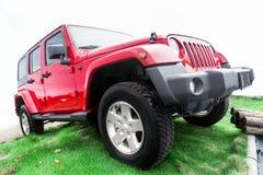 Röd jeep Arkivfoton