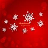 Röd julbakgrund med pappers- snöflingor Royaltyfri Foto