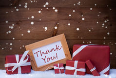 Röd julgarnering, gåvor, snö, tacka dig, snöflingor Royaltyfria Bilder