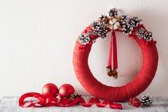 Röd julkrans och garnering Fotografering för Bildbyråer